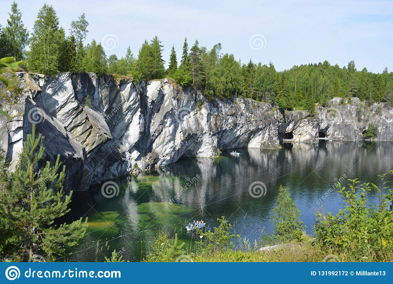 Карьер зеленых грунтовых водов бывший мраморный