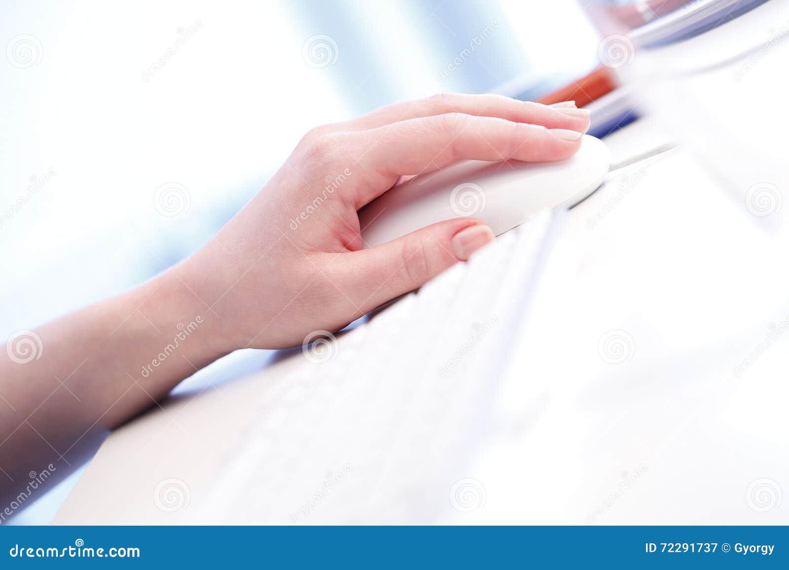 Download Касаться на мыши компьютера Стоковое Изображение - изображение насчитывающей дело, интернет: 72291737