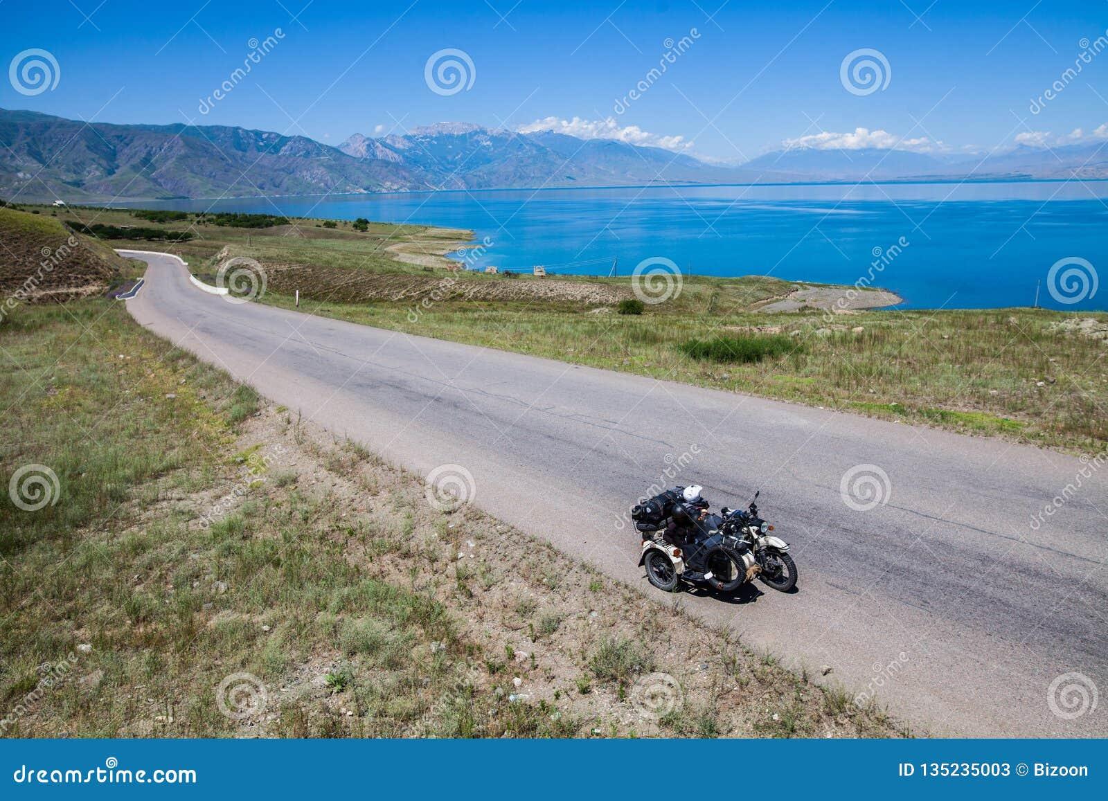 Катание Sidecar в горах