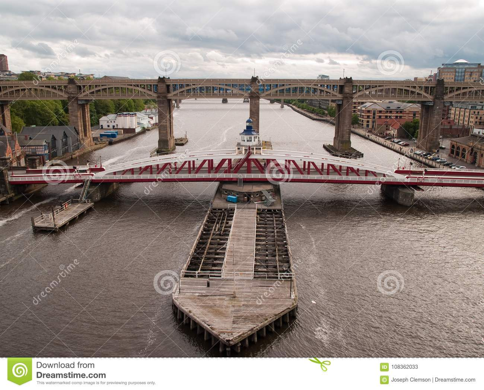 Качание Ньюкасл и высокопоставленный мост дорог-рельса