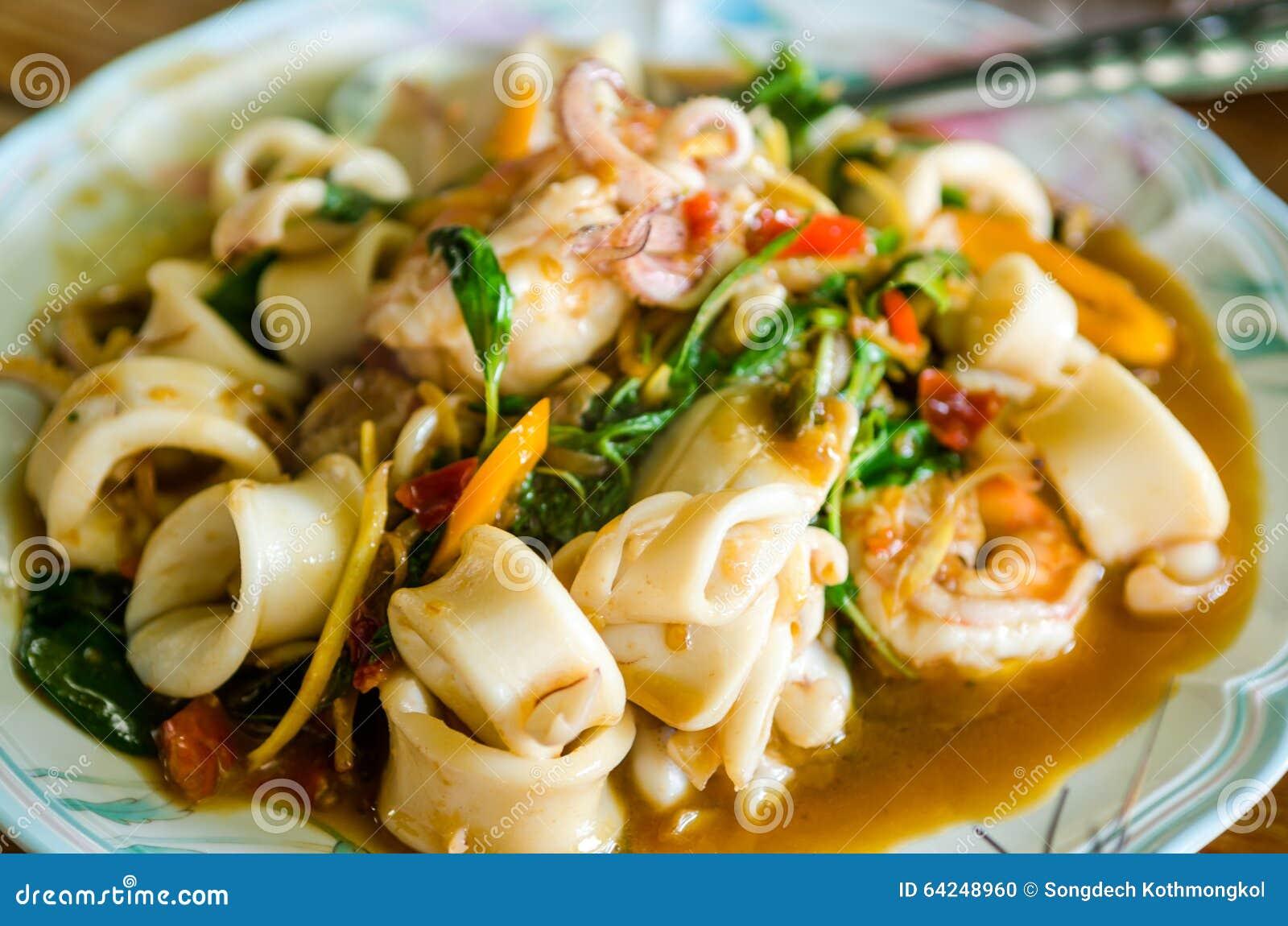 Кальмар тайской еды пряный
