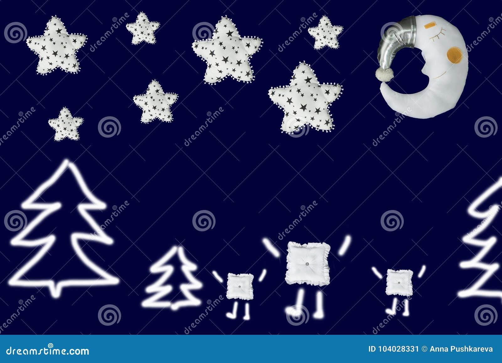 3 квадрата между елями под белыми звездами и луной спать на предпосылке сини военно-морского флота