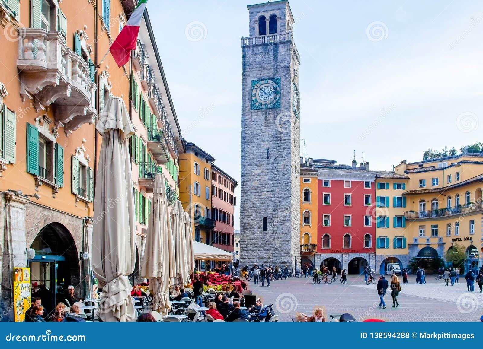 Квадрат 3 ноябрь Riva del Garda и башня Италия Apponale