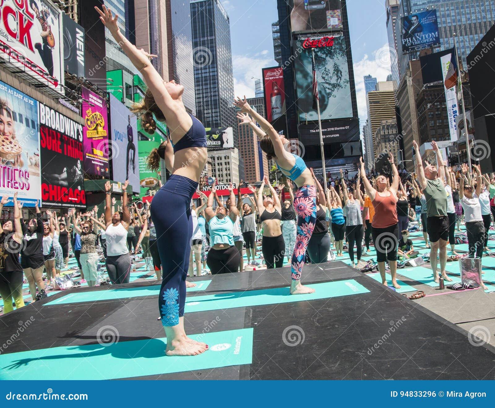 Квадрат йоги временами