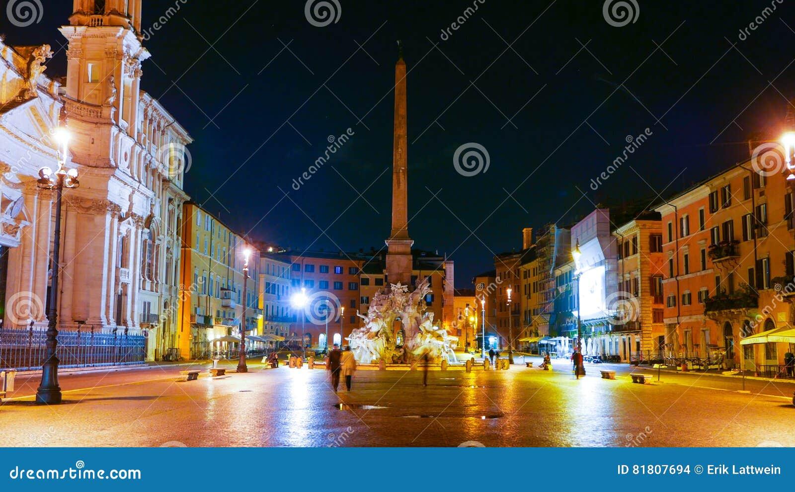 Квадрат Navona в Риме вызвал Аркаду Navona - большой взгляд ночи