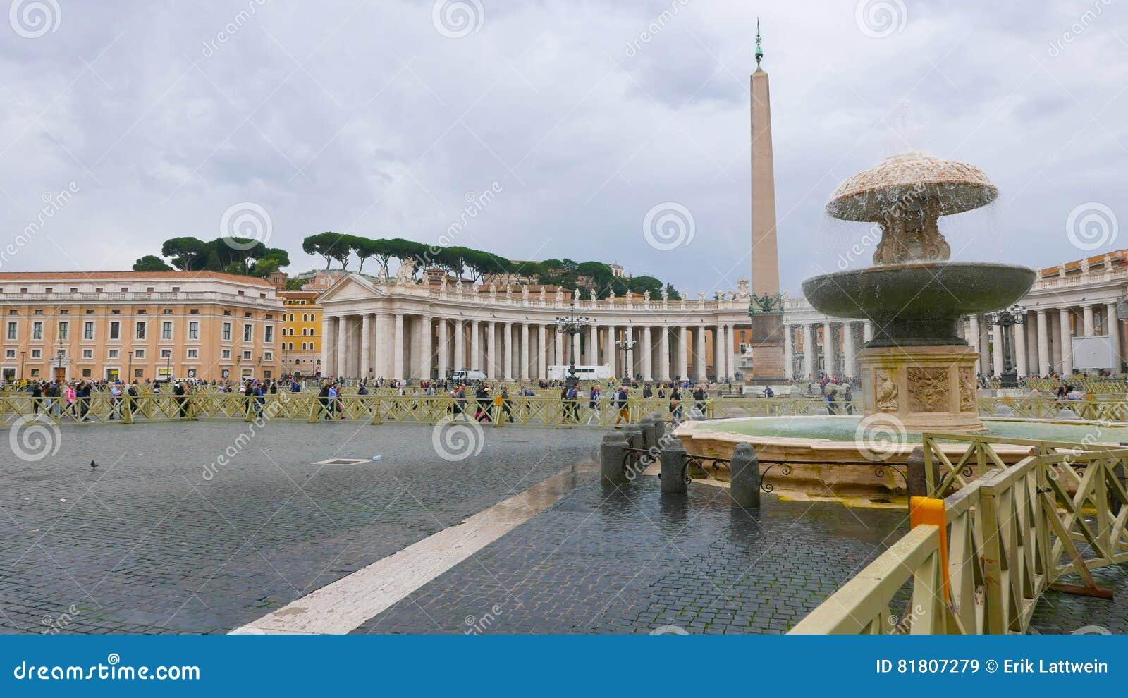 Квадрат St Peters в Риме на государстве Ватикан