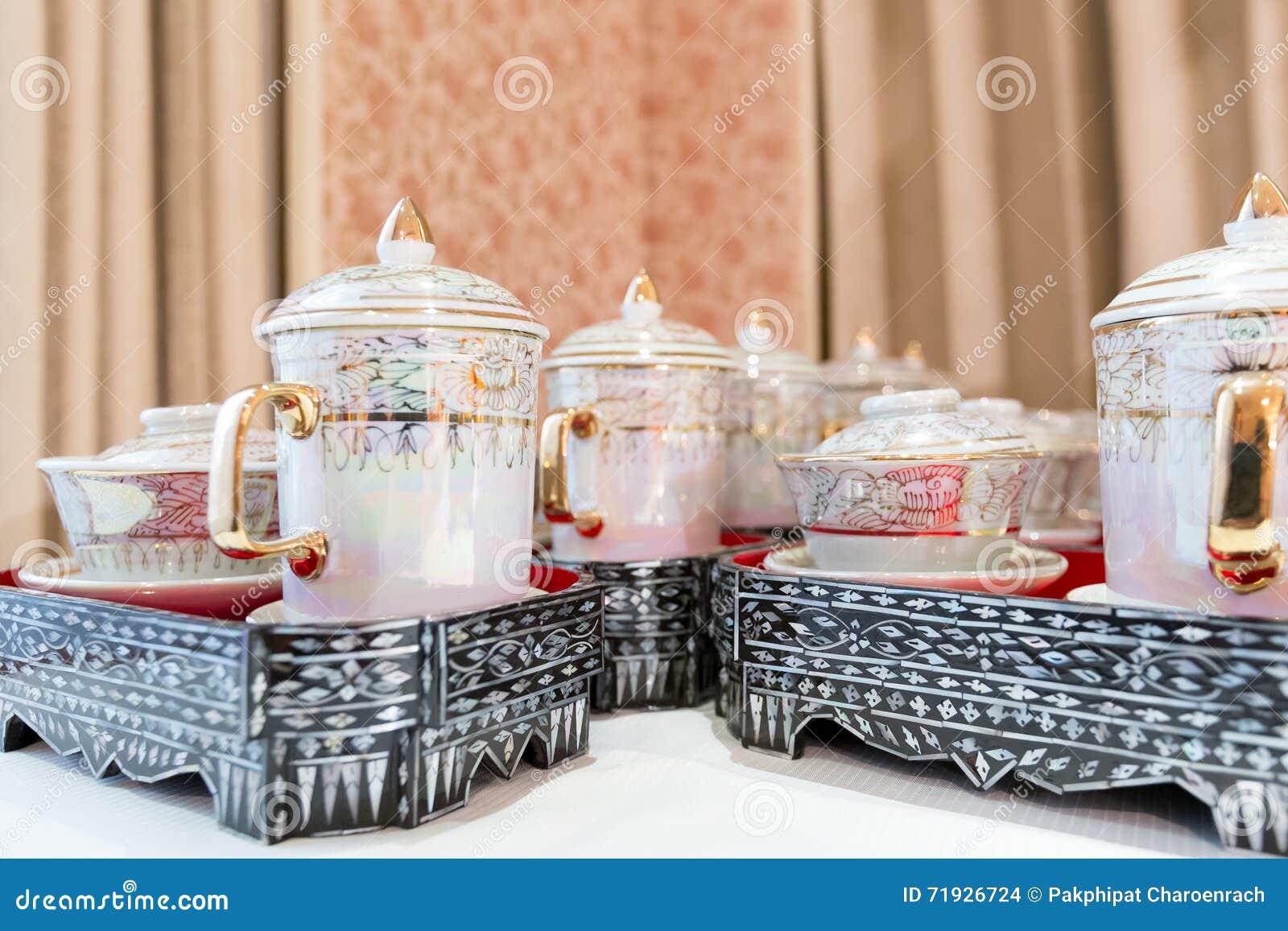 Керамический винтажный бак чая - Селективный фокус