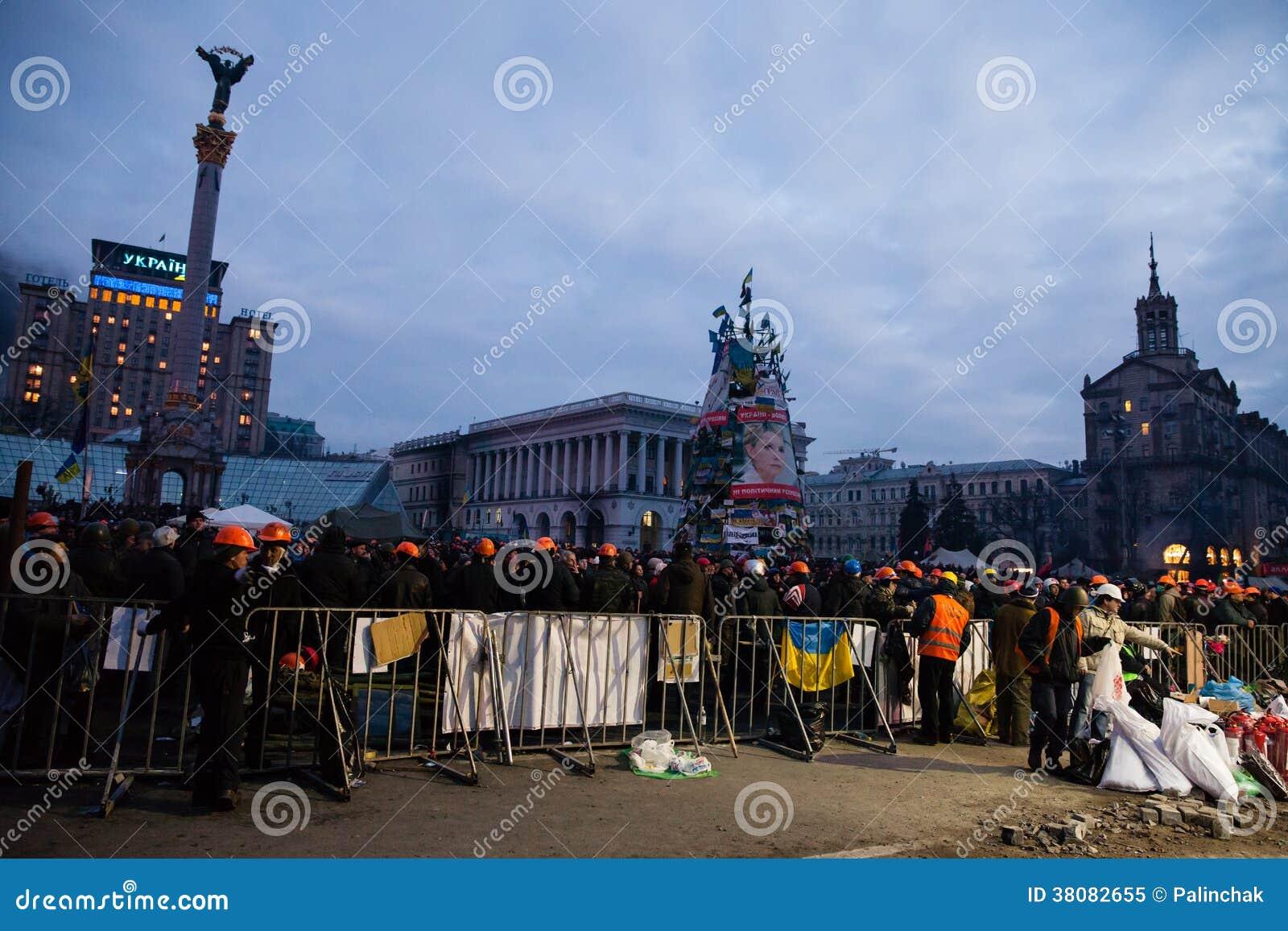 КИЕВ, УКРАИНА - 20-ое февраля 2014: Затишье и неловкое перемирие на euromaidan