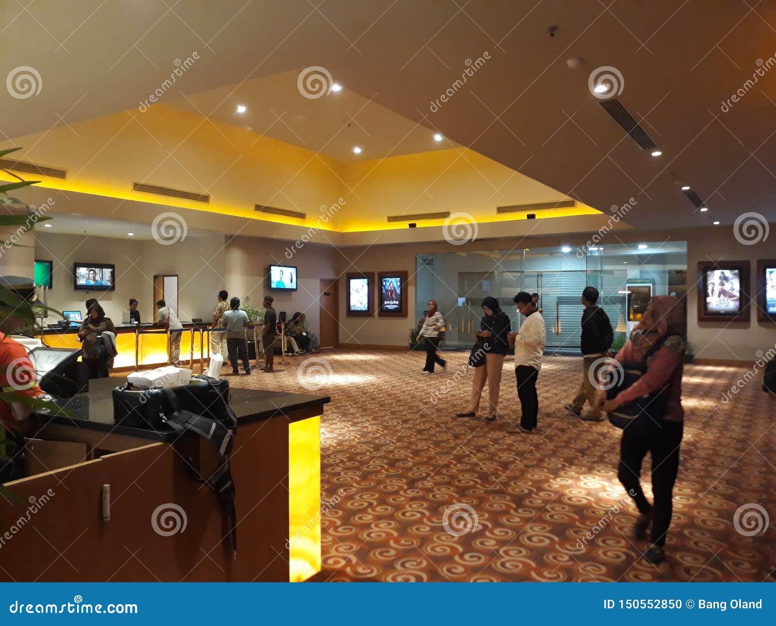 Кино XXI внутри торгового центра 21 кино второй по величине цепь кино в Индонезии