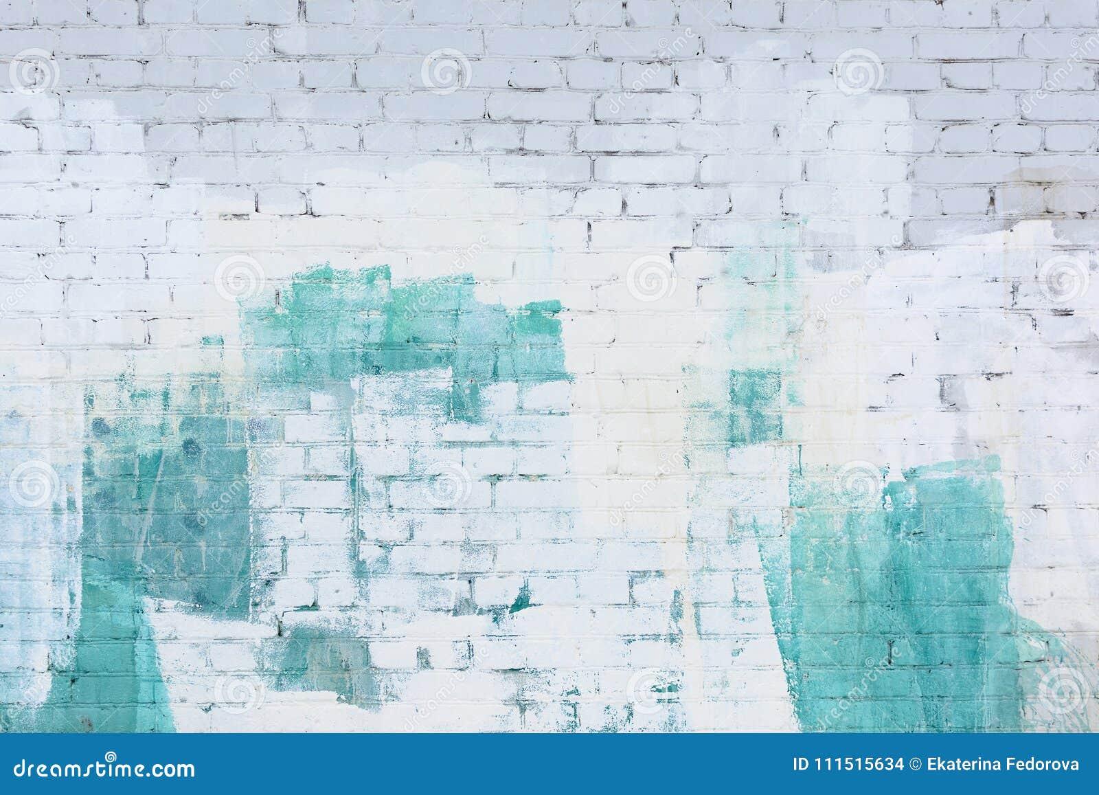 Кирпичная стена покрасила конспект с белизной и краской бирюзы Предпосылка, текстура