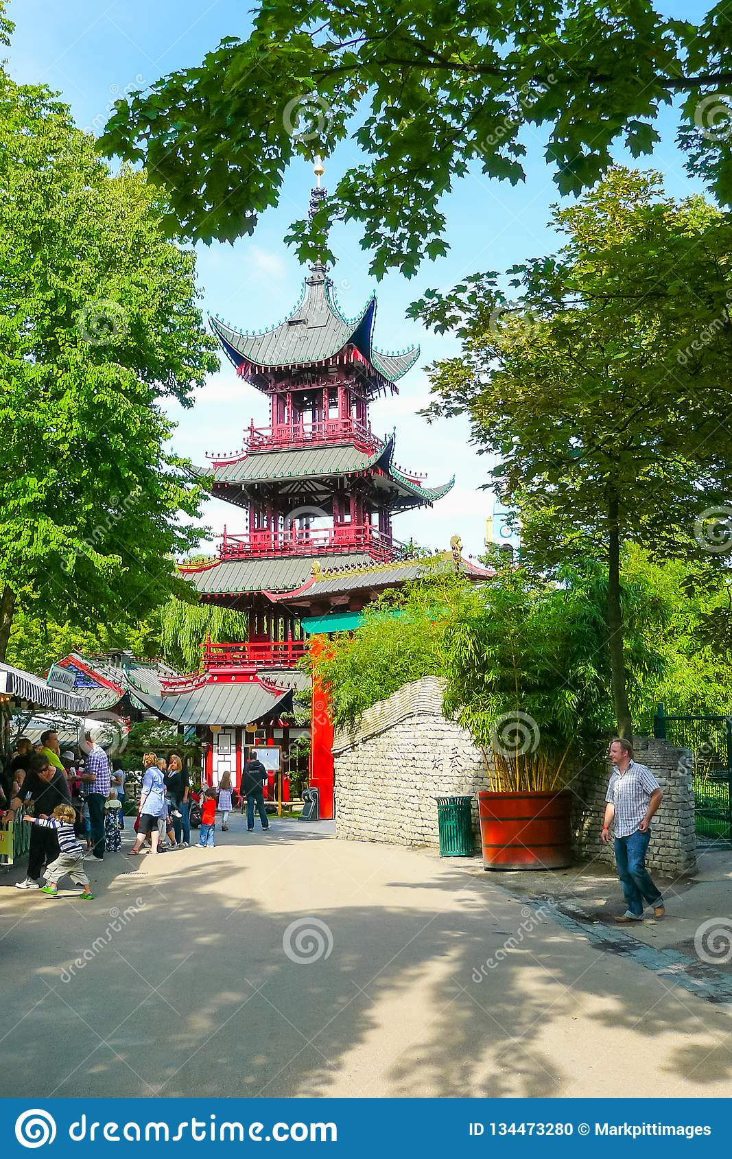 Китайская пагода в садах Tivoli Копенгаген Дания