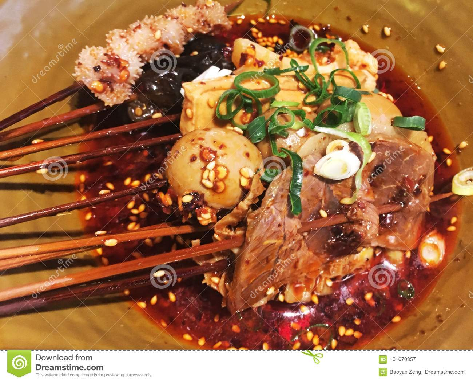 Китайская традиционная горячая и пряная еда
