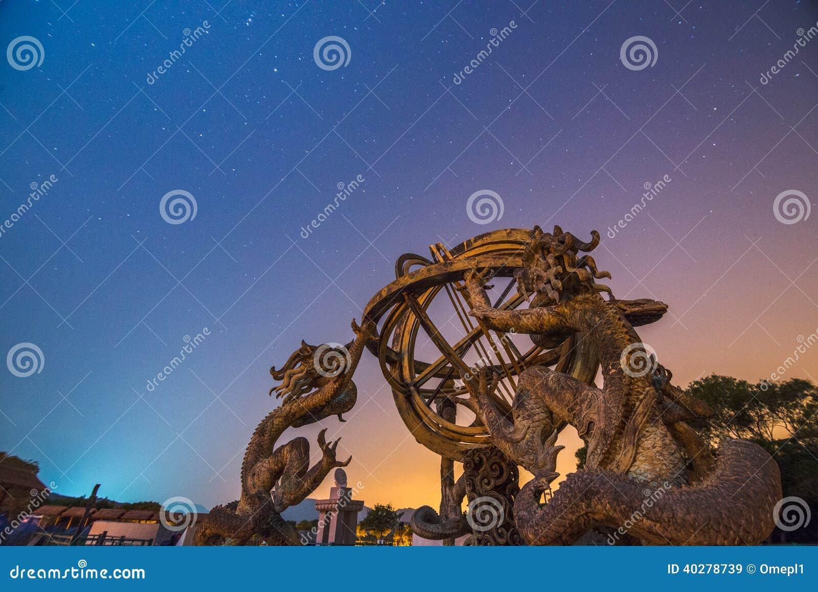 Китайские армиллярная сфера и ночное небо