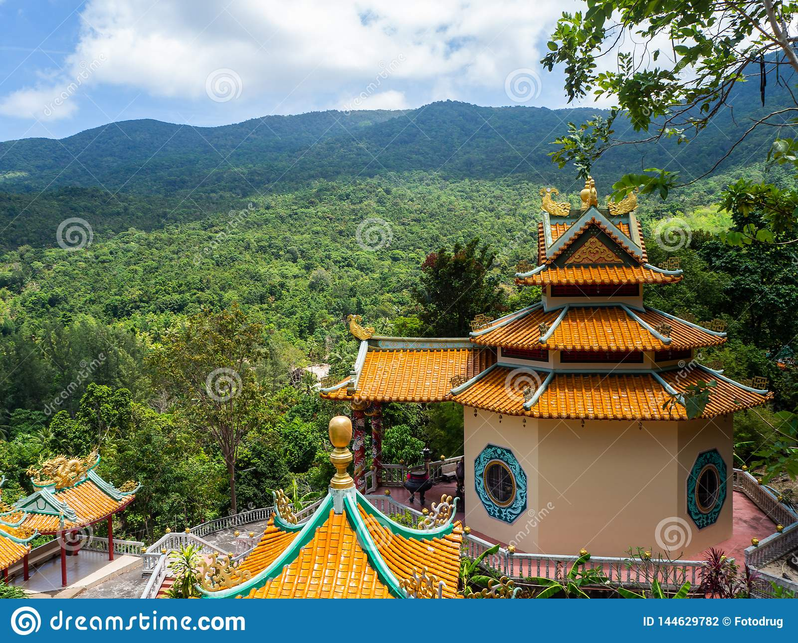 Китайский висок на острове Koh Phangan