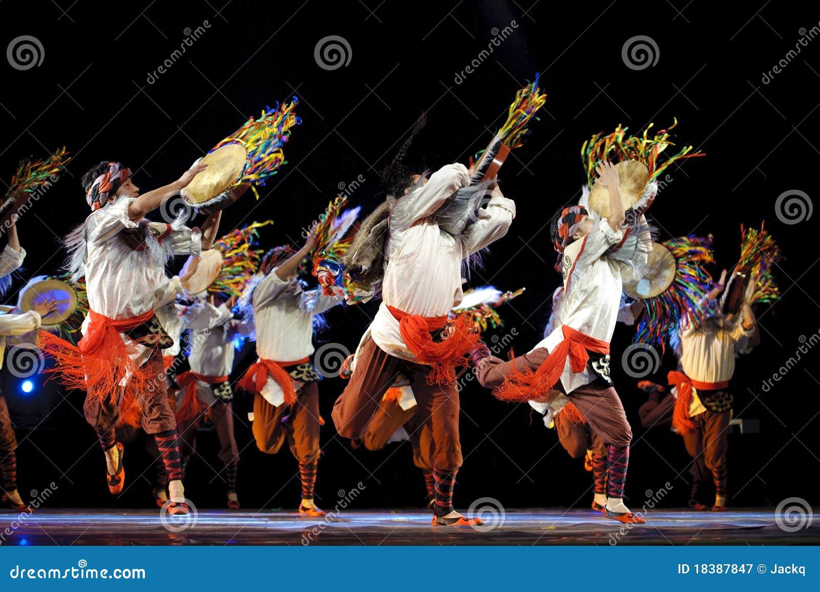 китайцы танцуют этническое qiang
