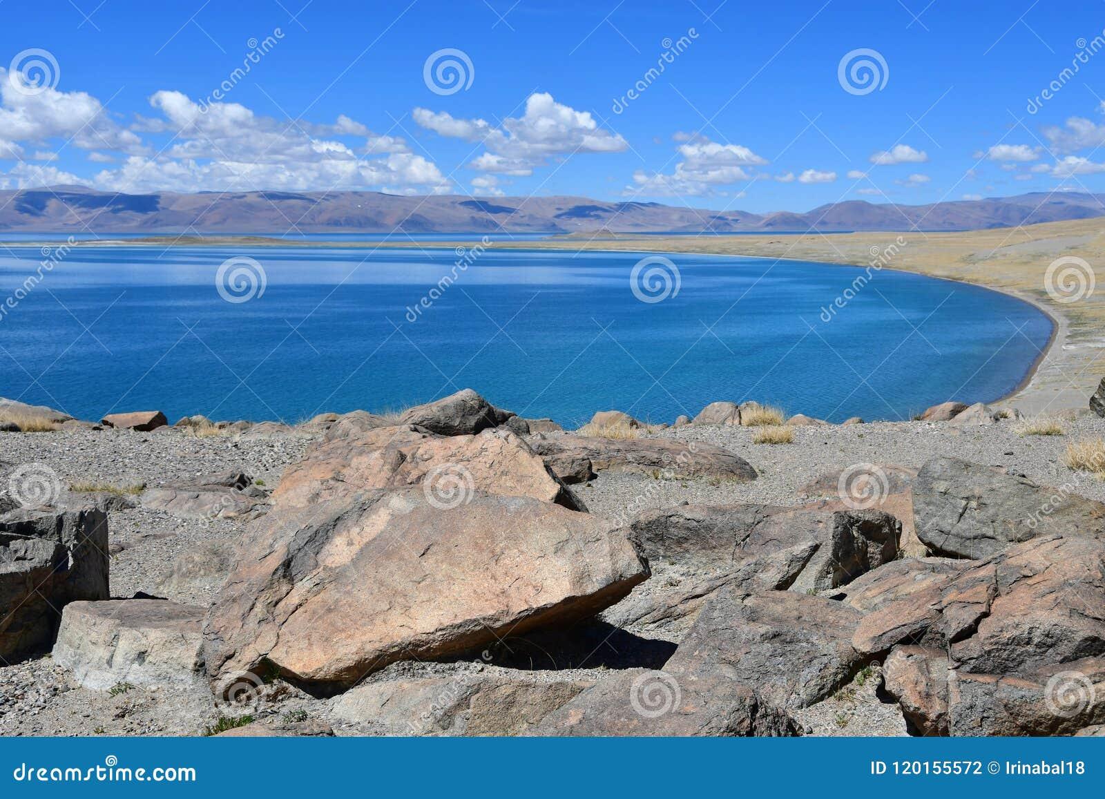 Китай Великие озера Тибета Озеро Teri Tashi Namtso в солнечном летнем дне