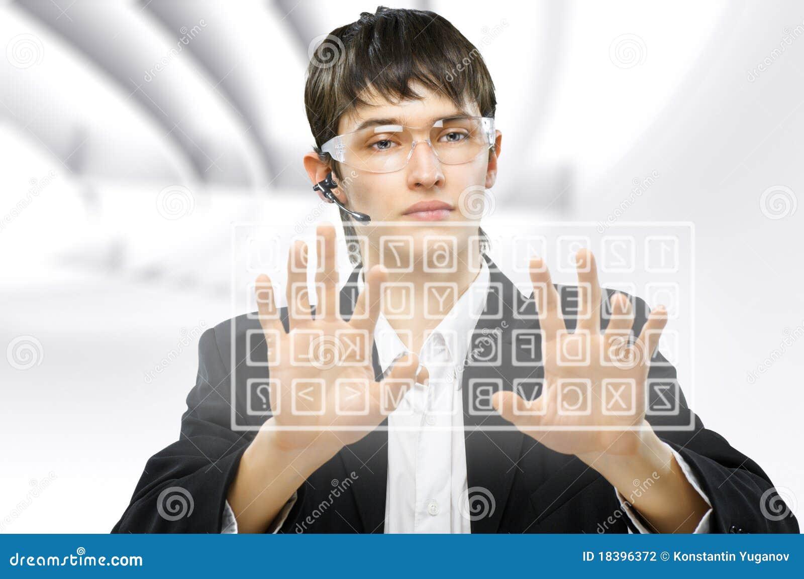 клавиатура фактически