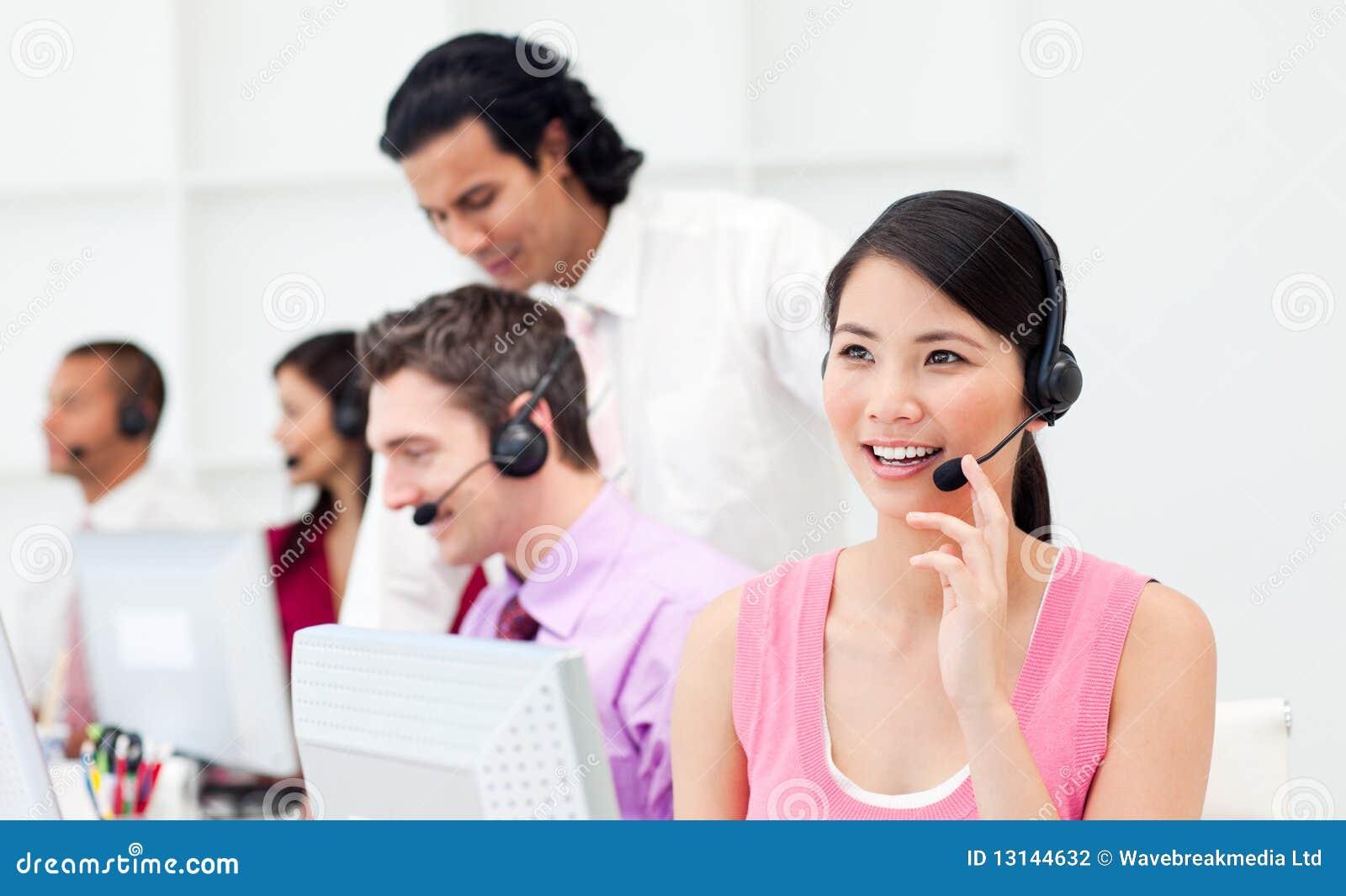 клиент агента азиатский красивейший ее команда