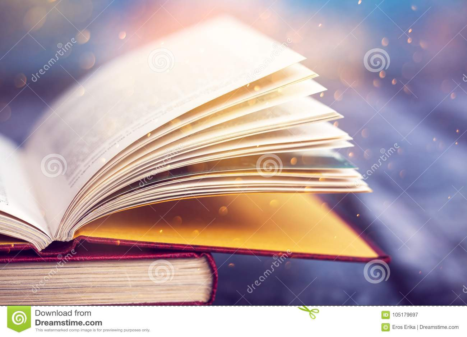 Книга год сбора винограда открытая