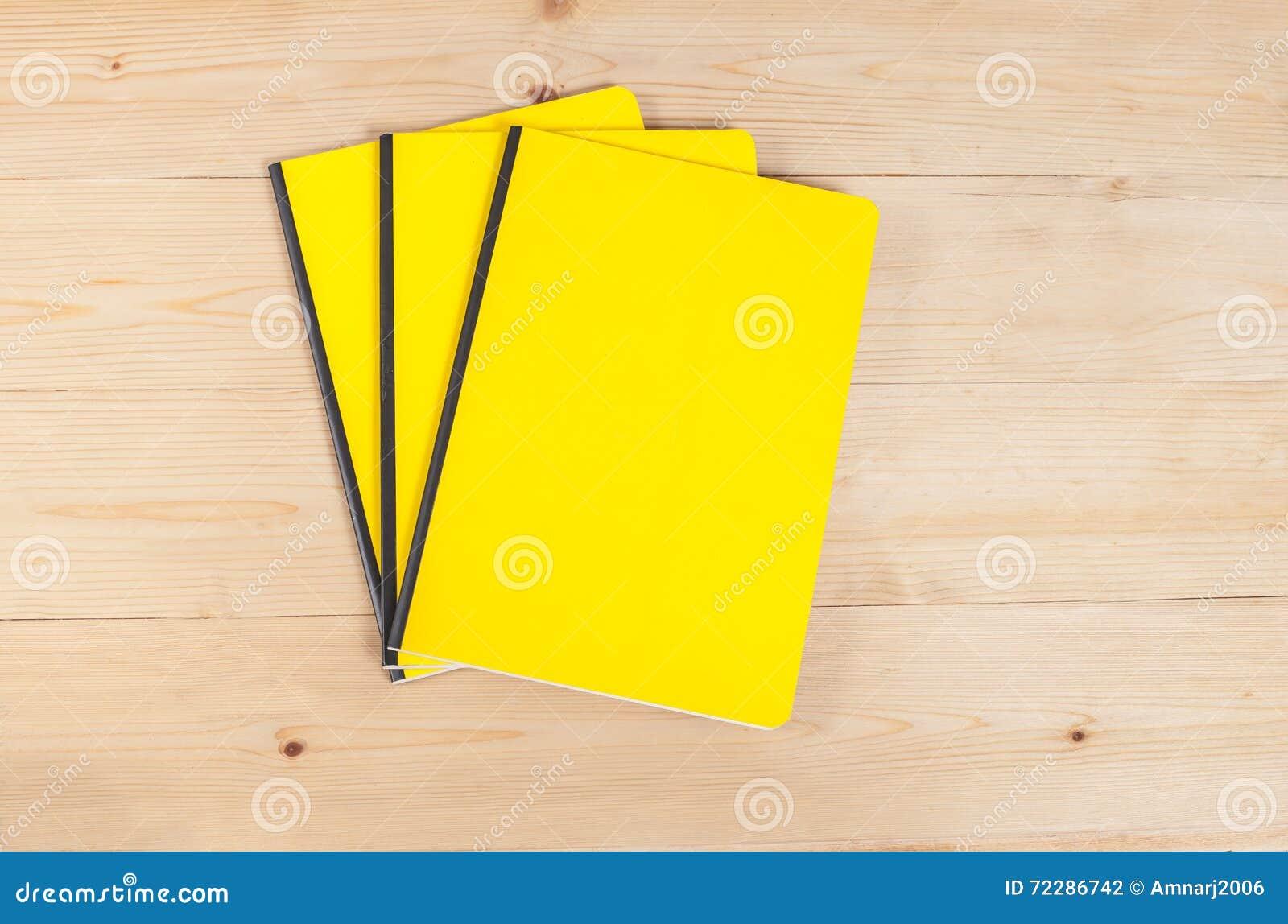 Download Книга пустой крышки на древесине Стоковое Фото - изображение насчитывающей экземпляр, стог: 72286742