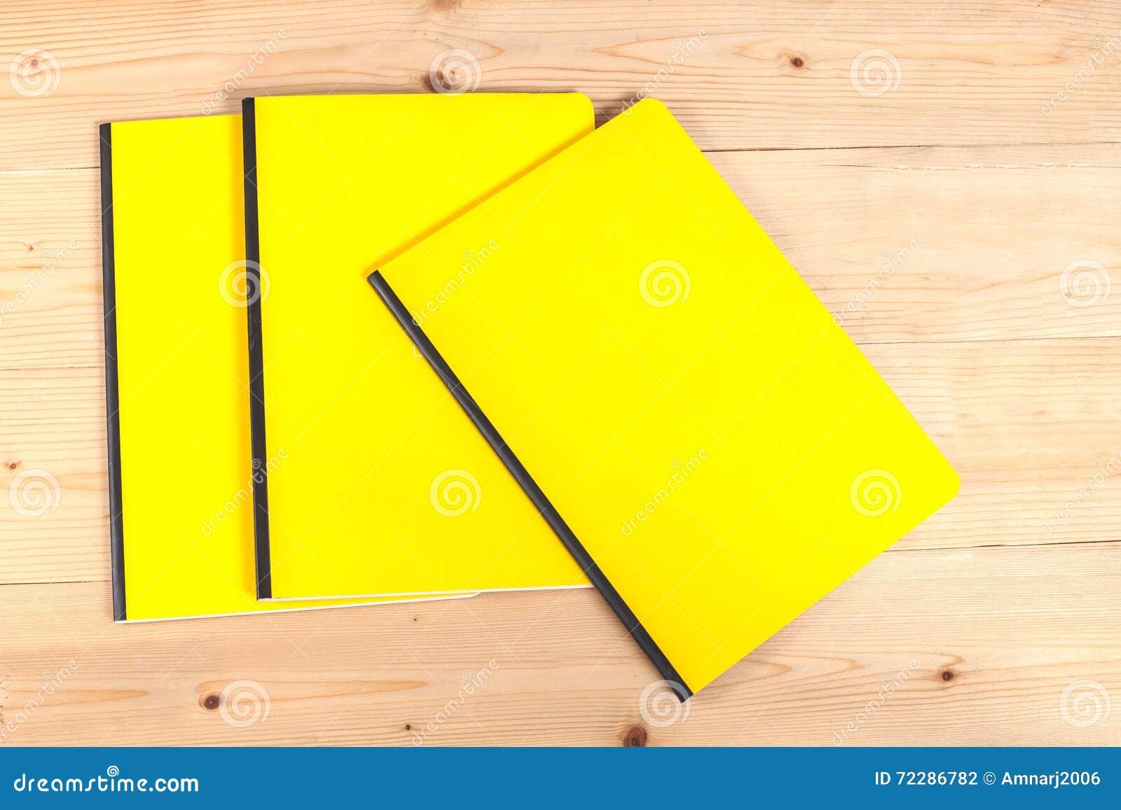 Download Книга пустой крышки на древесине Стоковое Фото - изображение насчитывающей чисто, средства: 72286782