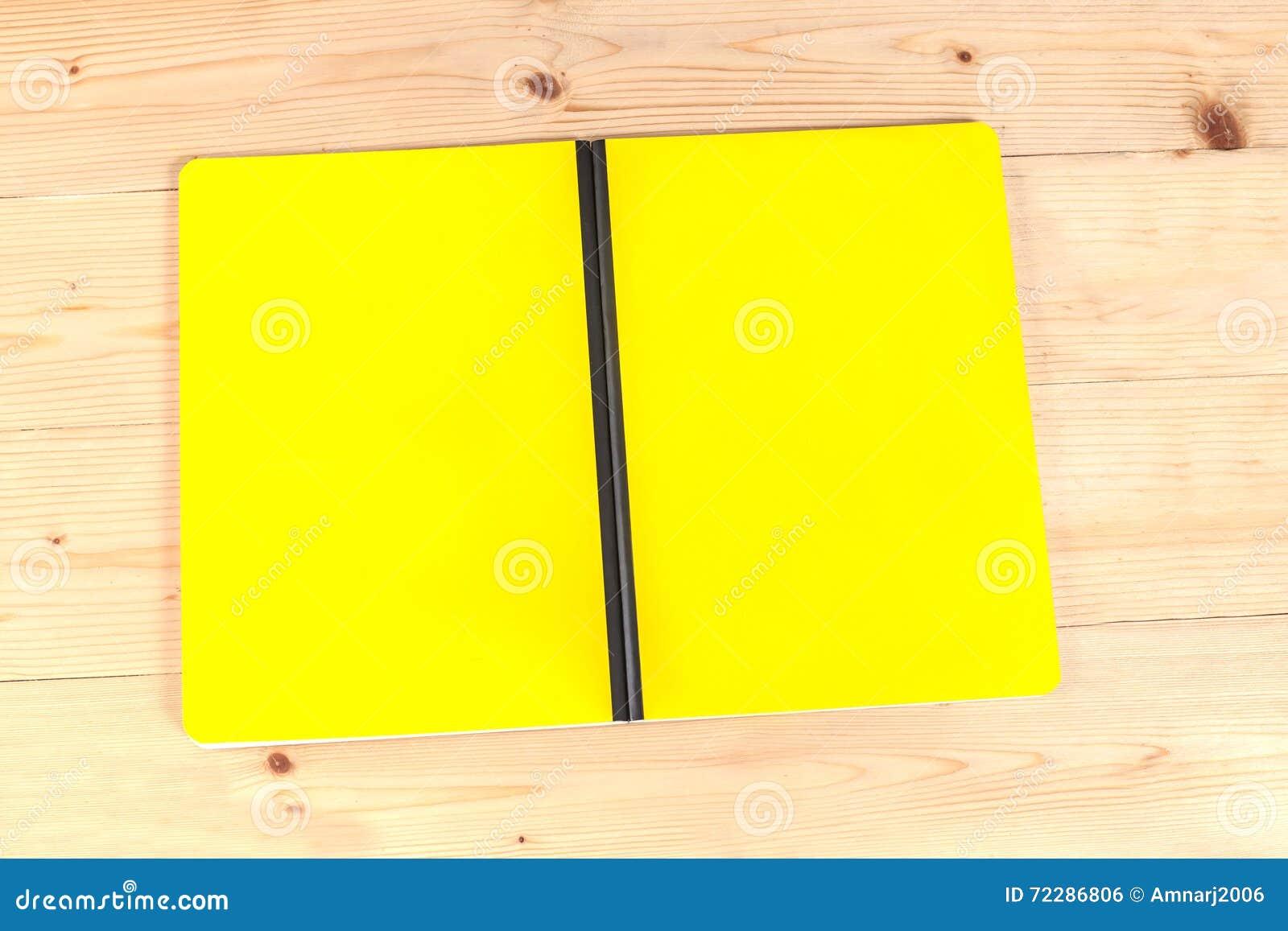 Download Книга пустой крышки на древесине Стоковое Фото - изображение насчитывающей напишите, конструкция: 72286806