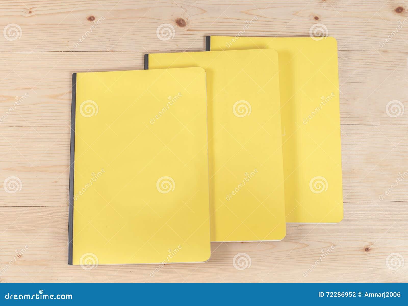 Download Книга пустой крышки на древесине Стоковое Фото - изображение насчитывающей памфлет, backhoe: 72286952