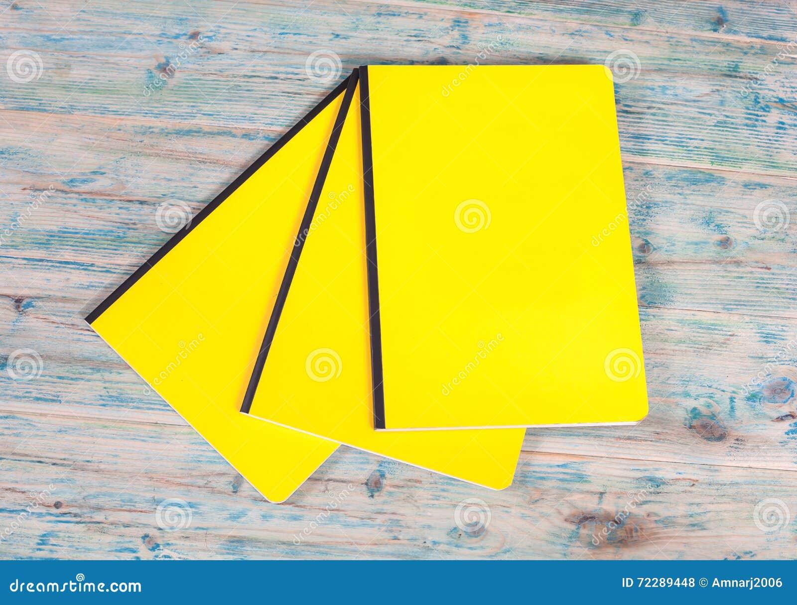 Download Книга пустой крышки на древесине Стоковое Фото - изображение насчитывающей страница, дело: 72289448