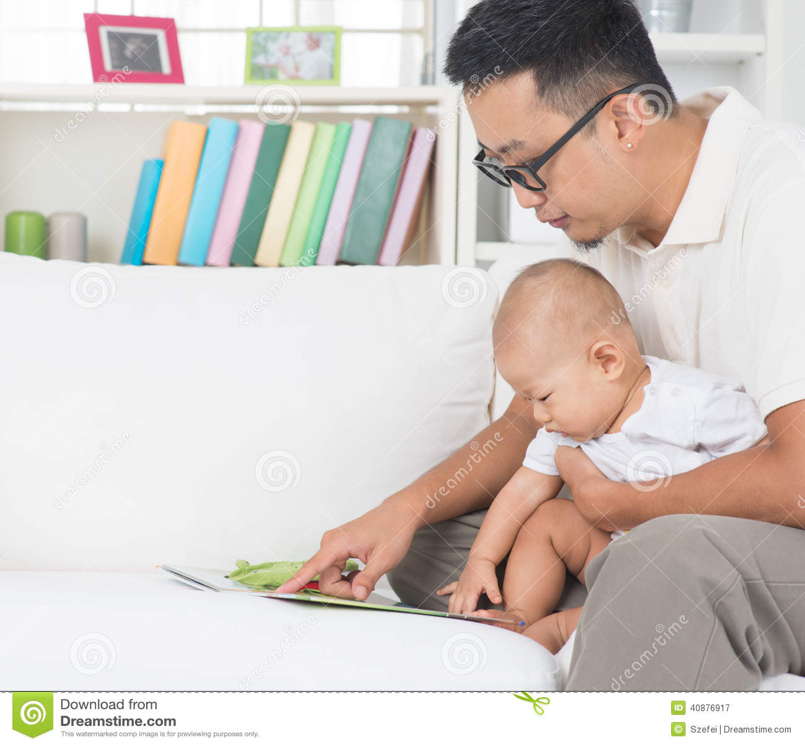 Книга рассказа чтения отца и младенца
