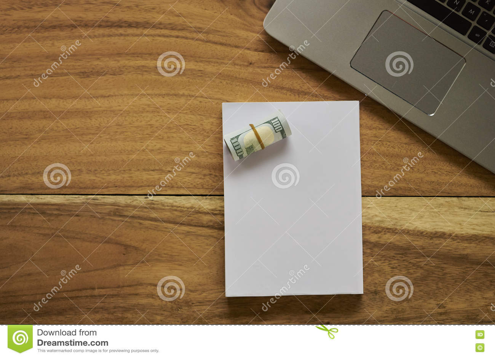 Download Книга с деньгами и компьтер-книжкой Стоковое Изображение - изображение насчитывающей franklin, bonnet: 72277233