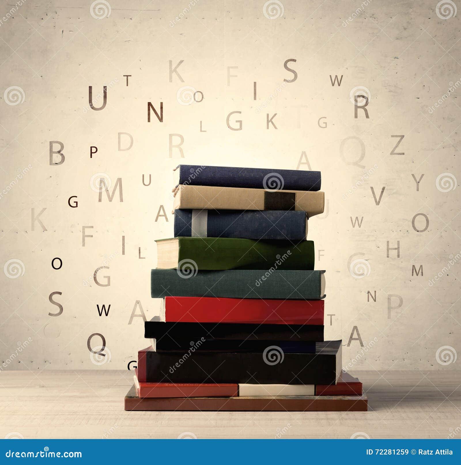 Download Книги с письмами летания на винтажной предпосылке Стоковое Изображение - изображение насчитывающей архив, крышка: 72281259