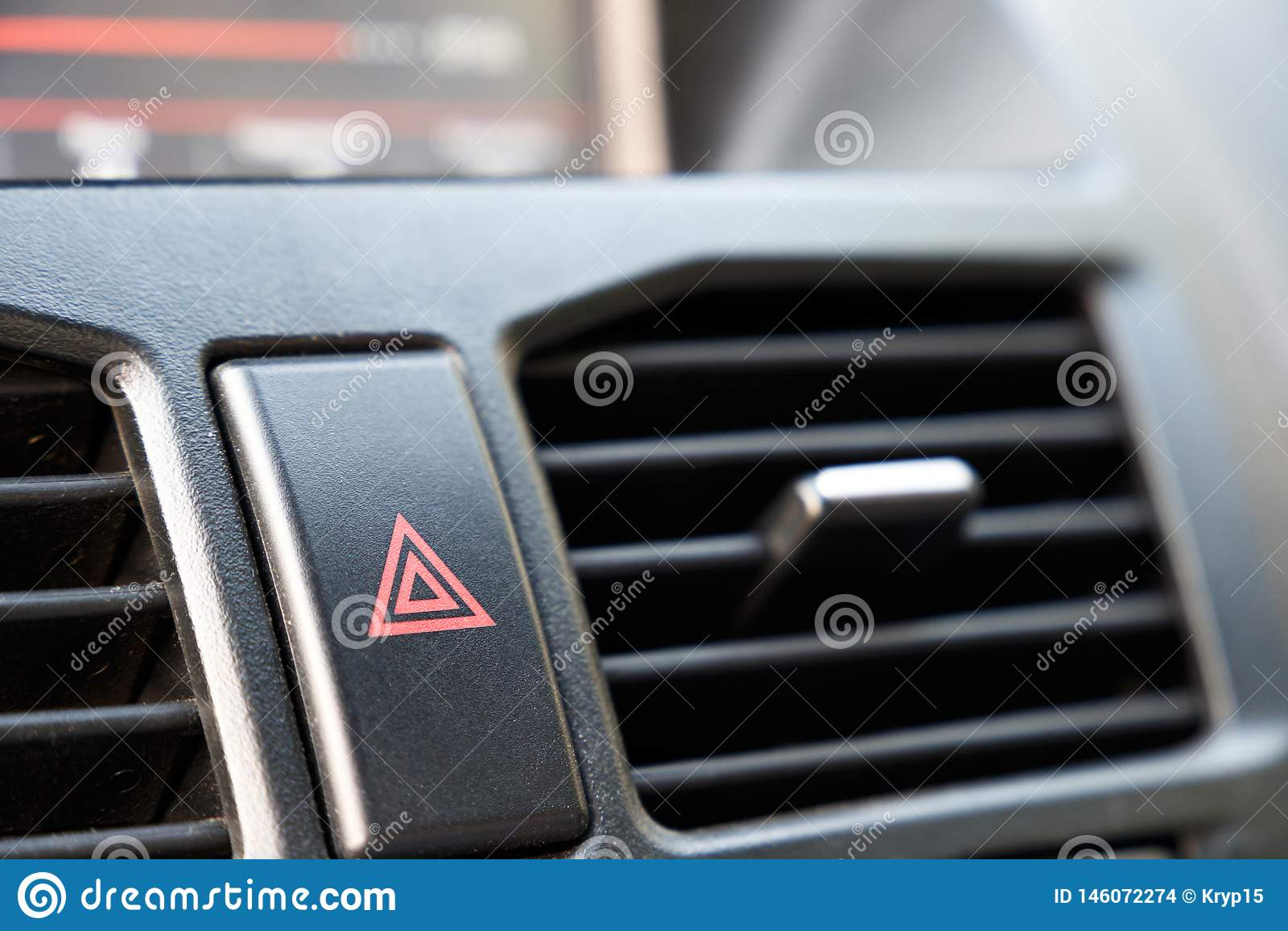Кнопка аварийной остановки в автомобиле Предупреждение опасности и стопа