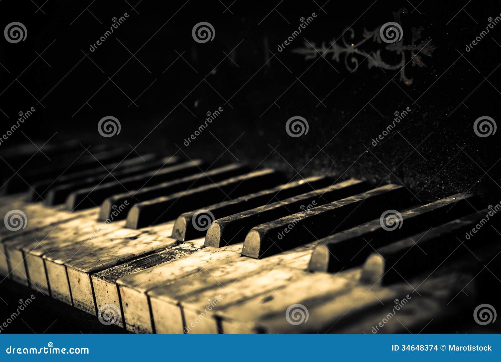 Кнопки рояля закрывают вверх