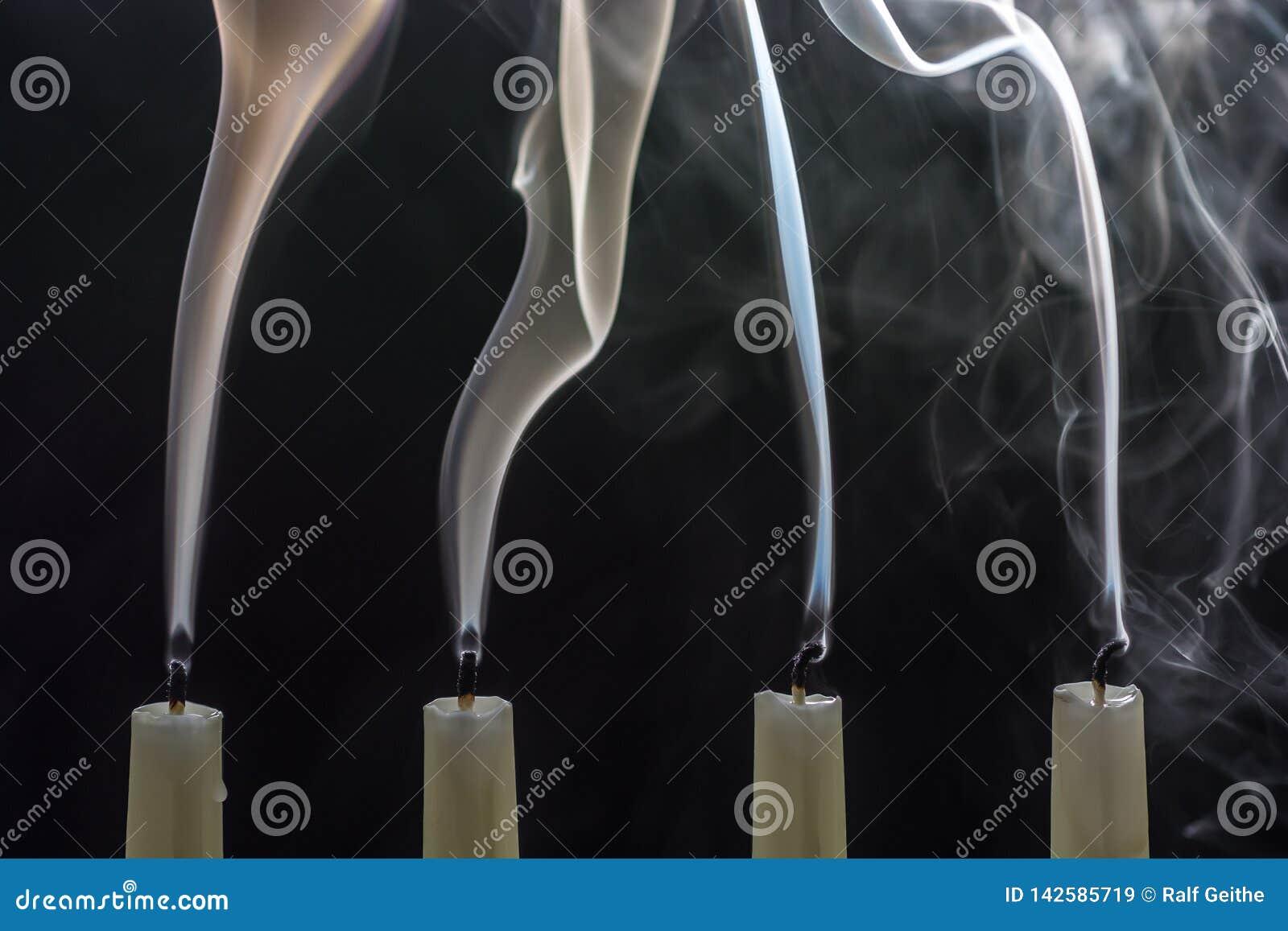 Когда рождество излишек, свечи дунуты вне