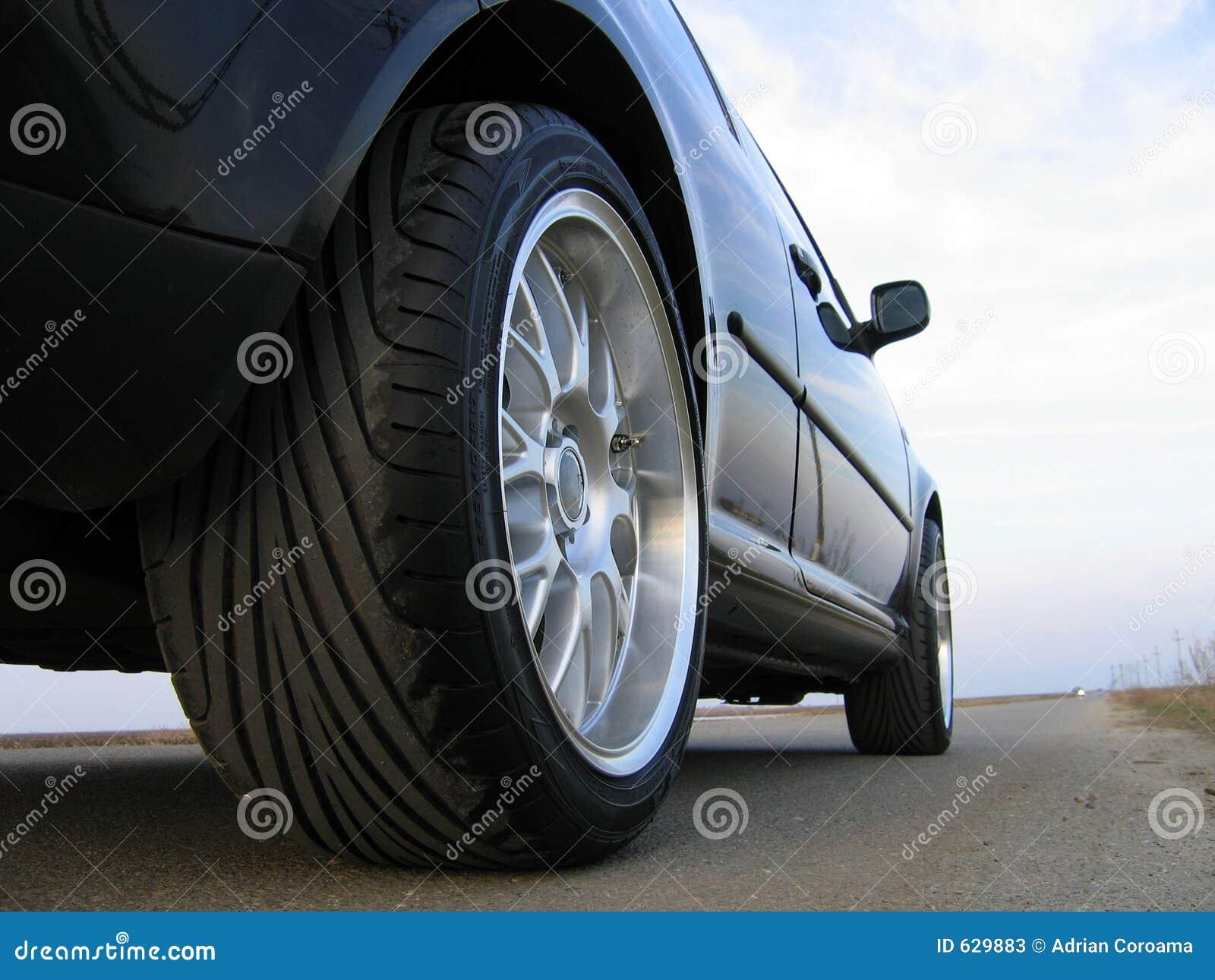 Download колесо стоковое изображение. изображение насчитывающей дверь - 629883