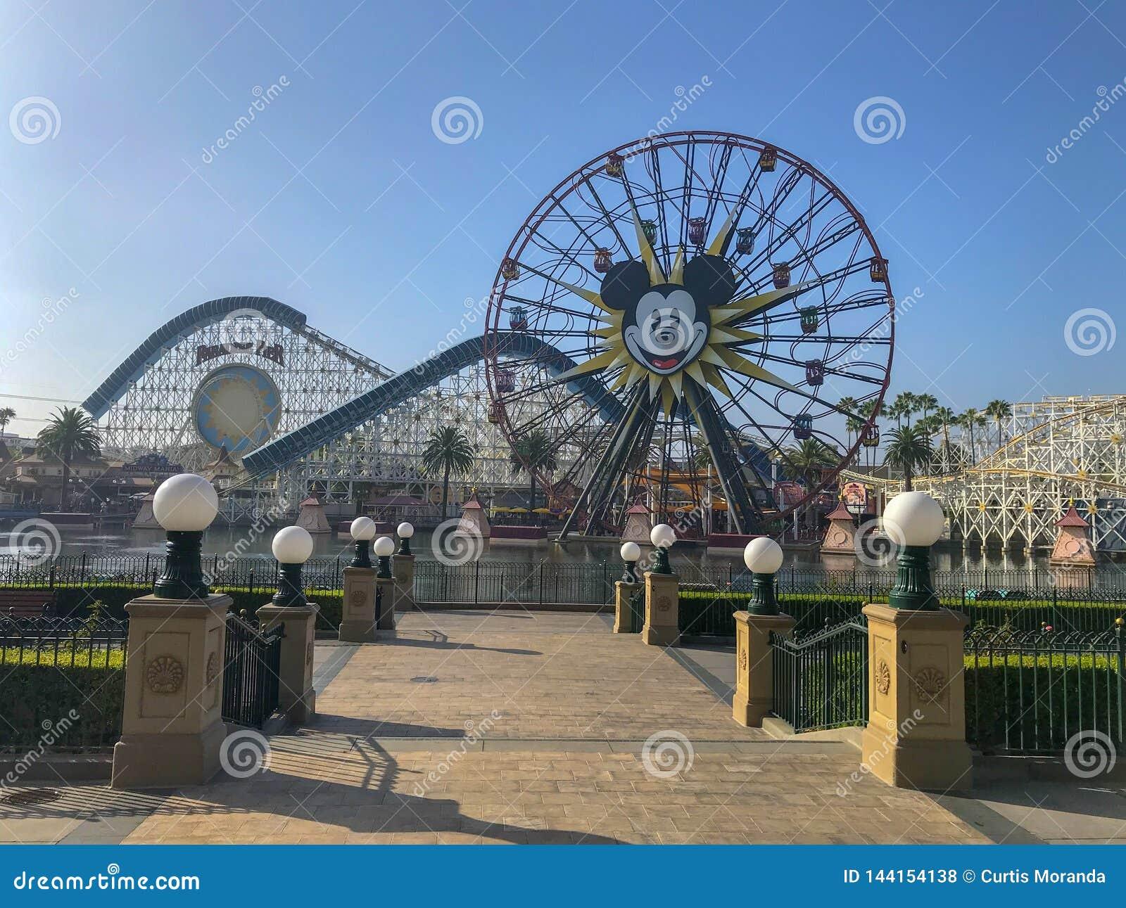 Колесо Farris мыши Mickey приключения Disneyland's Калифорния