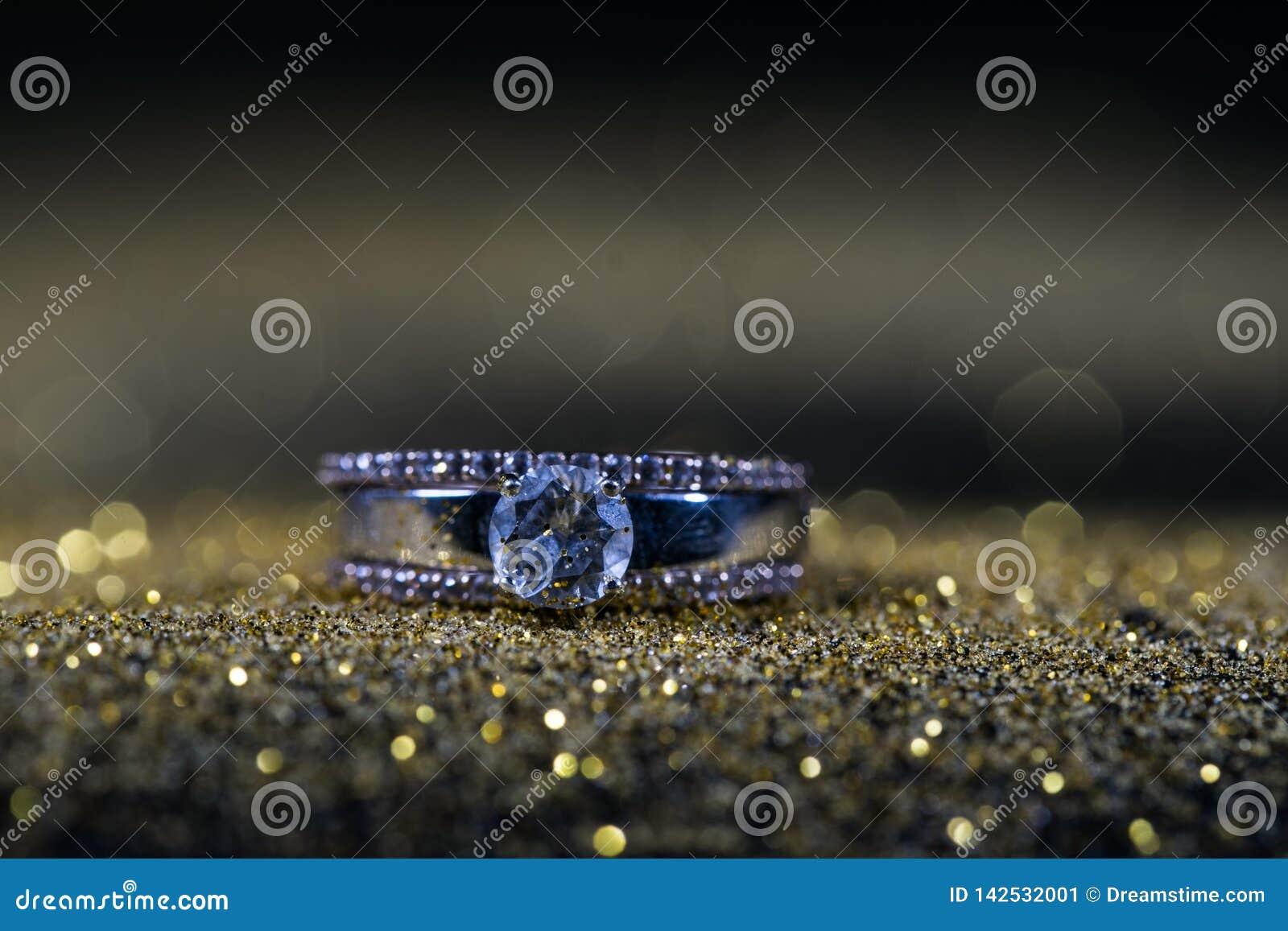 Кольцо с диамантами