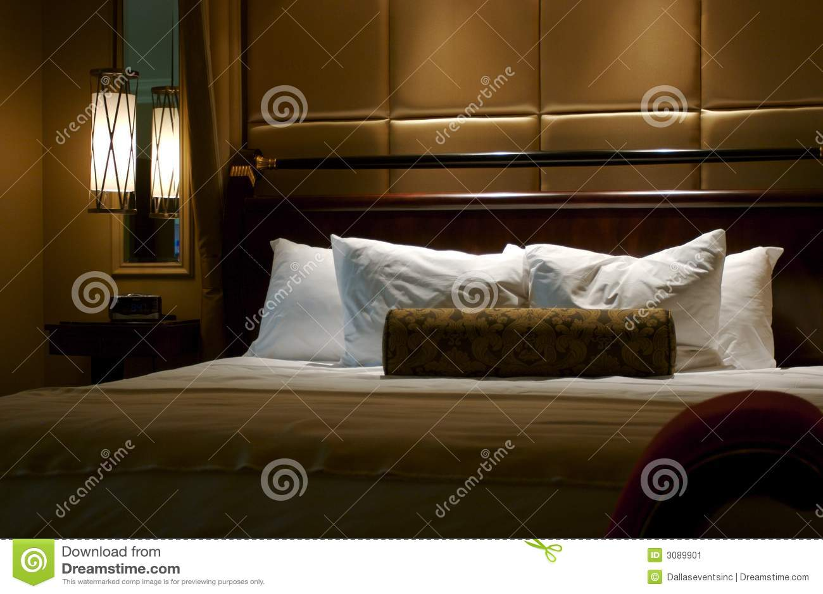 комната короля гостиницы кровати