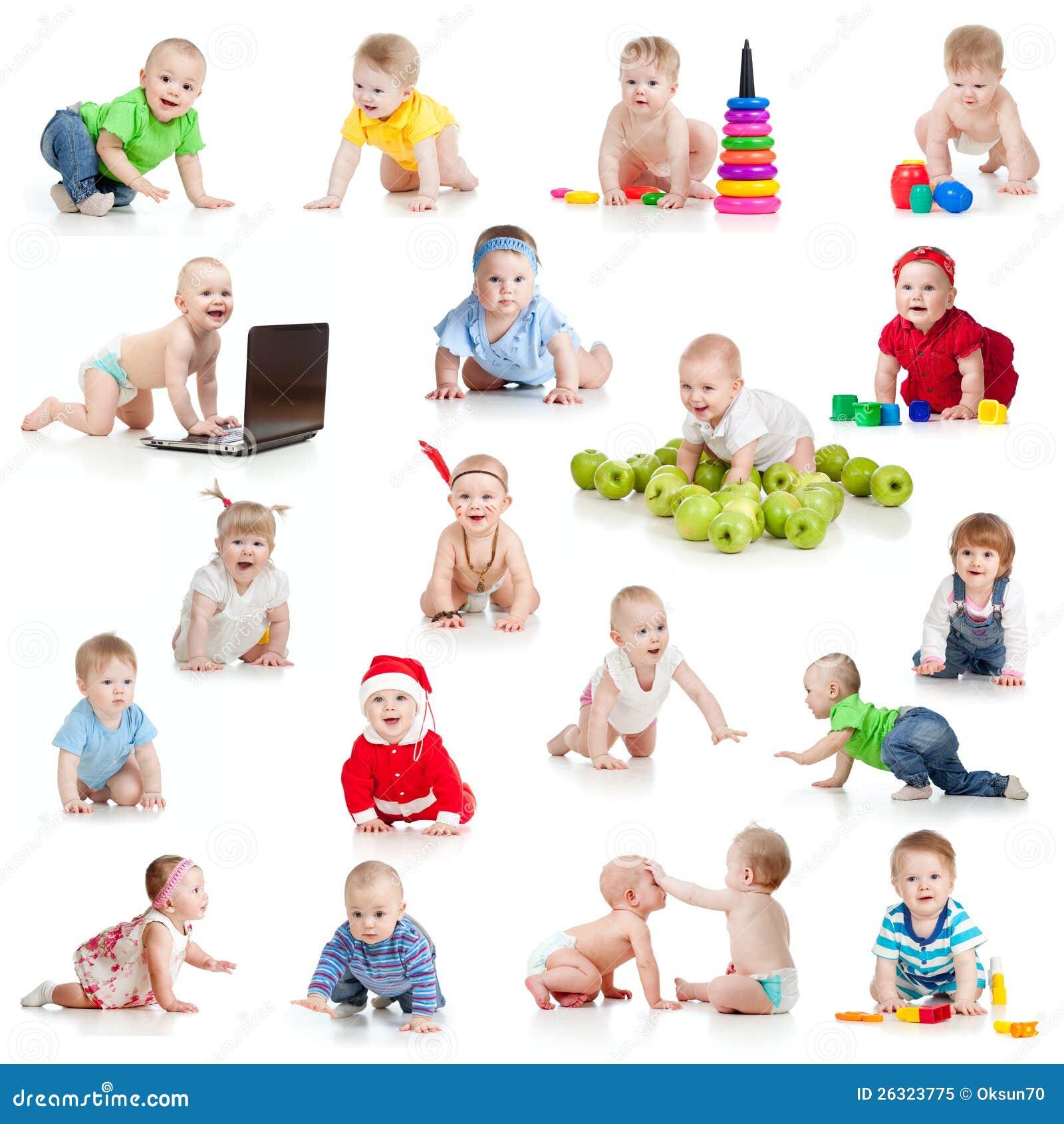 Комплект вползая младенцев или малышей с игрушками