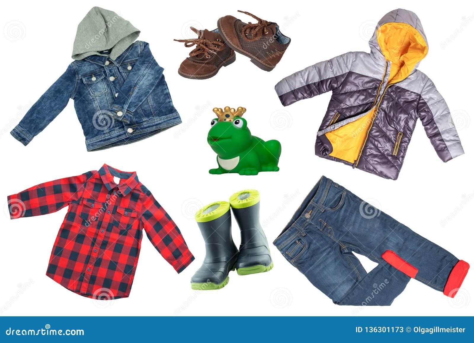 Комплект коллажа одежд детей Куртка и брюки джинсовой ткани, ботинки и куртка дождя для мальчика ребенка изолированного на белой