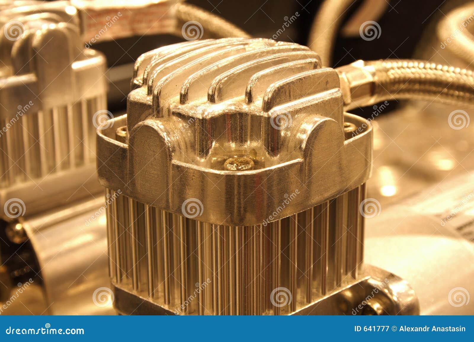 Download компрессор стоковое изображение. изображение насчитывающей металлическо - 641777