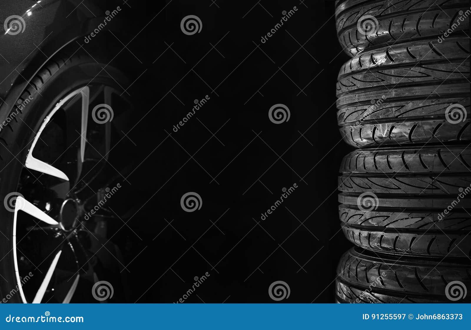 Комплект автошин автомобиля с колесами сплава