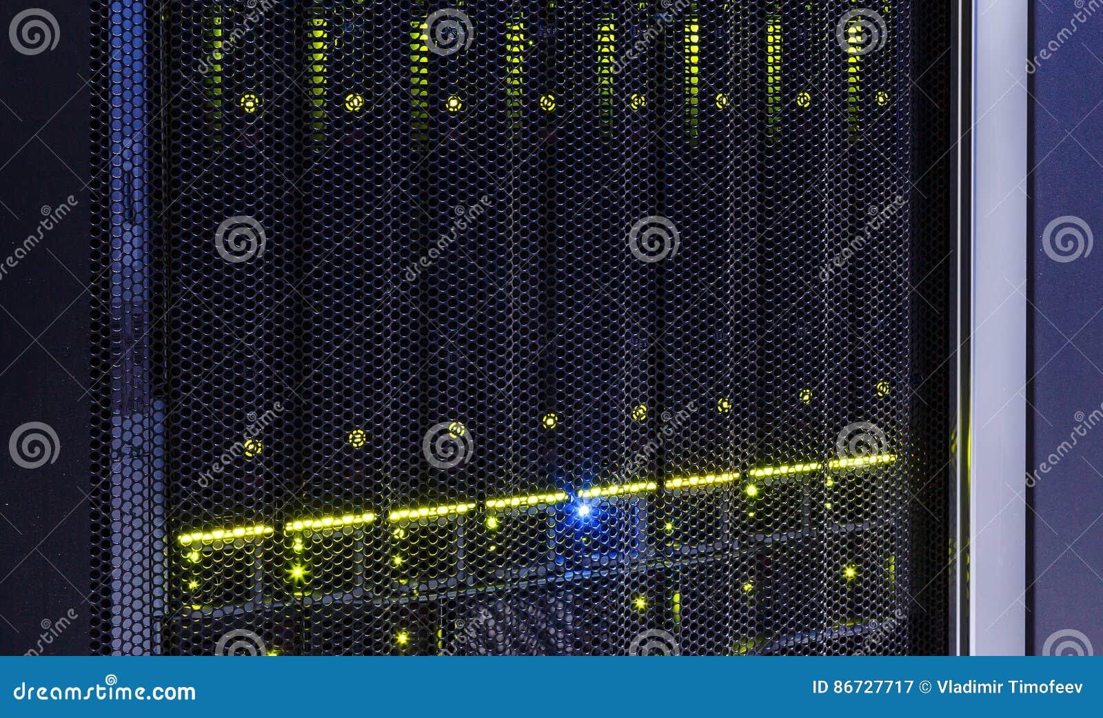 Конец-вверх жестких дисков мейнфрейма в современном центре данных
