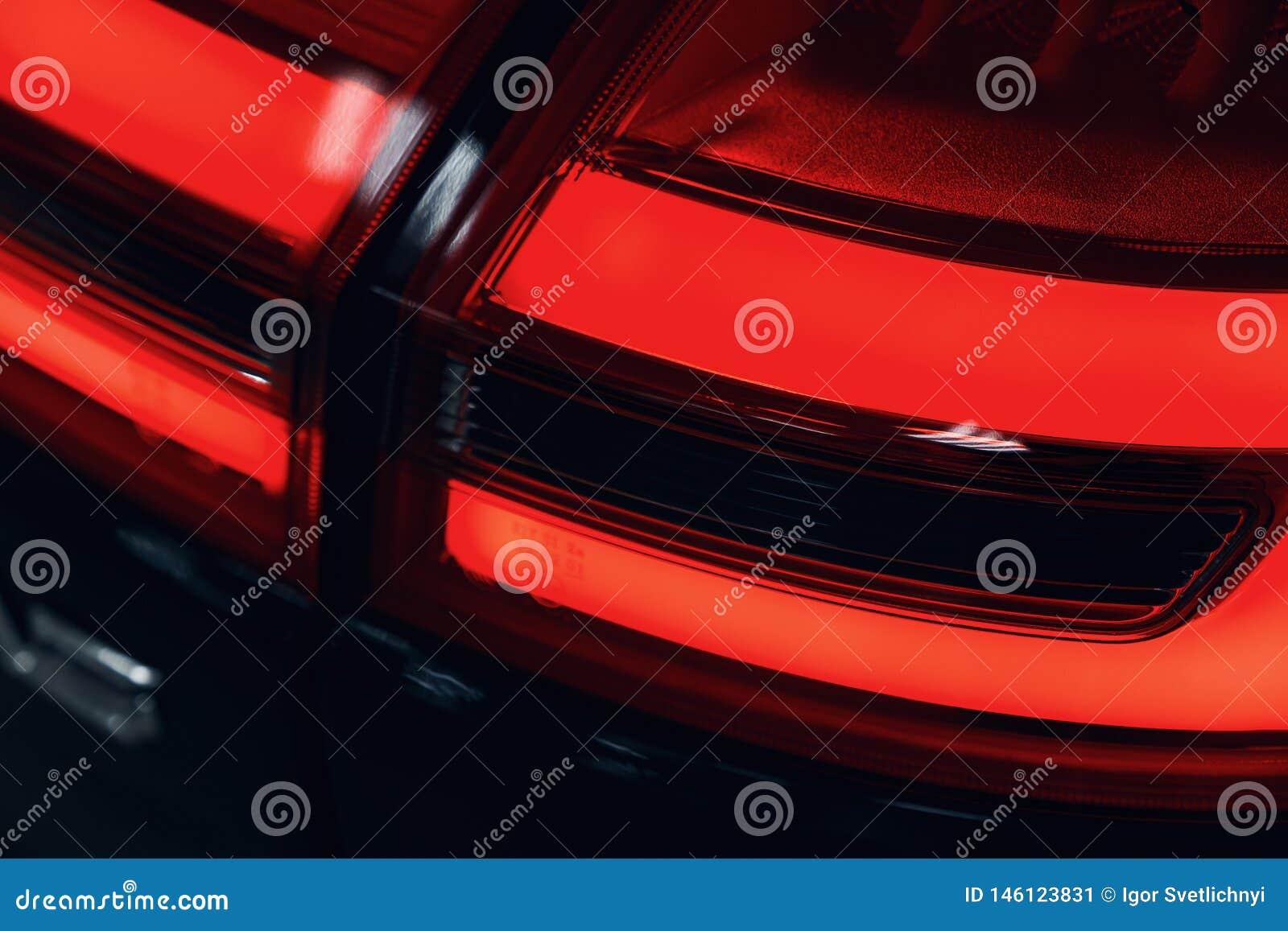 Конец-вверх заднего света современного автомобиля Оптика приведенная