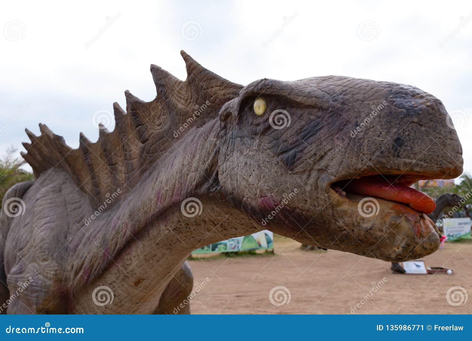 Конец головы динозавра вверх