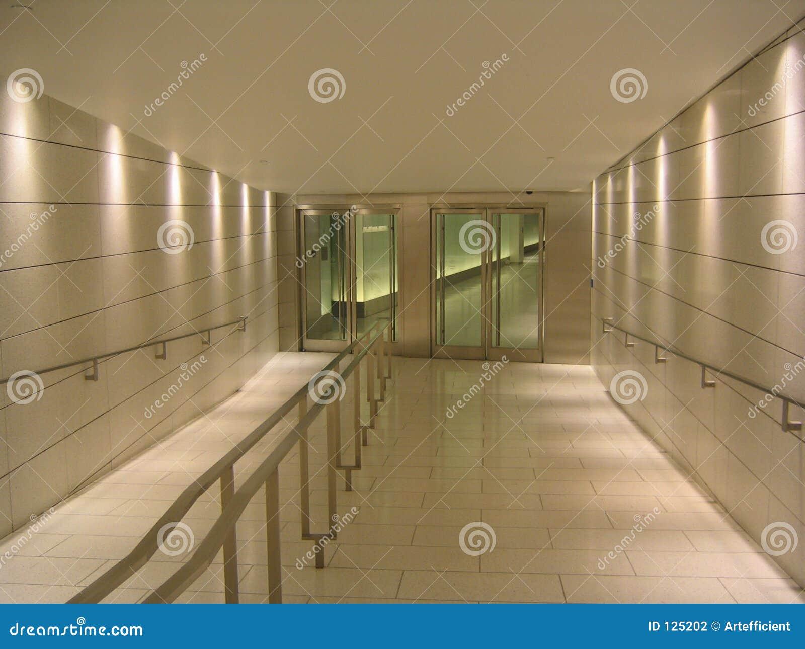 конец дверей корридора подземный