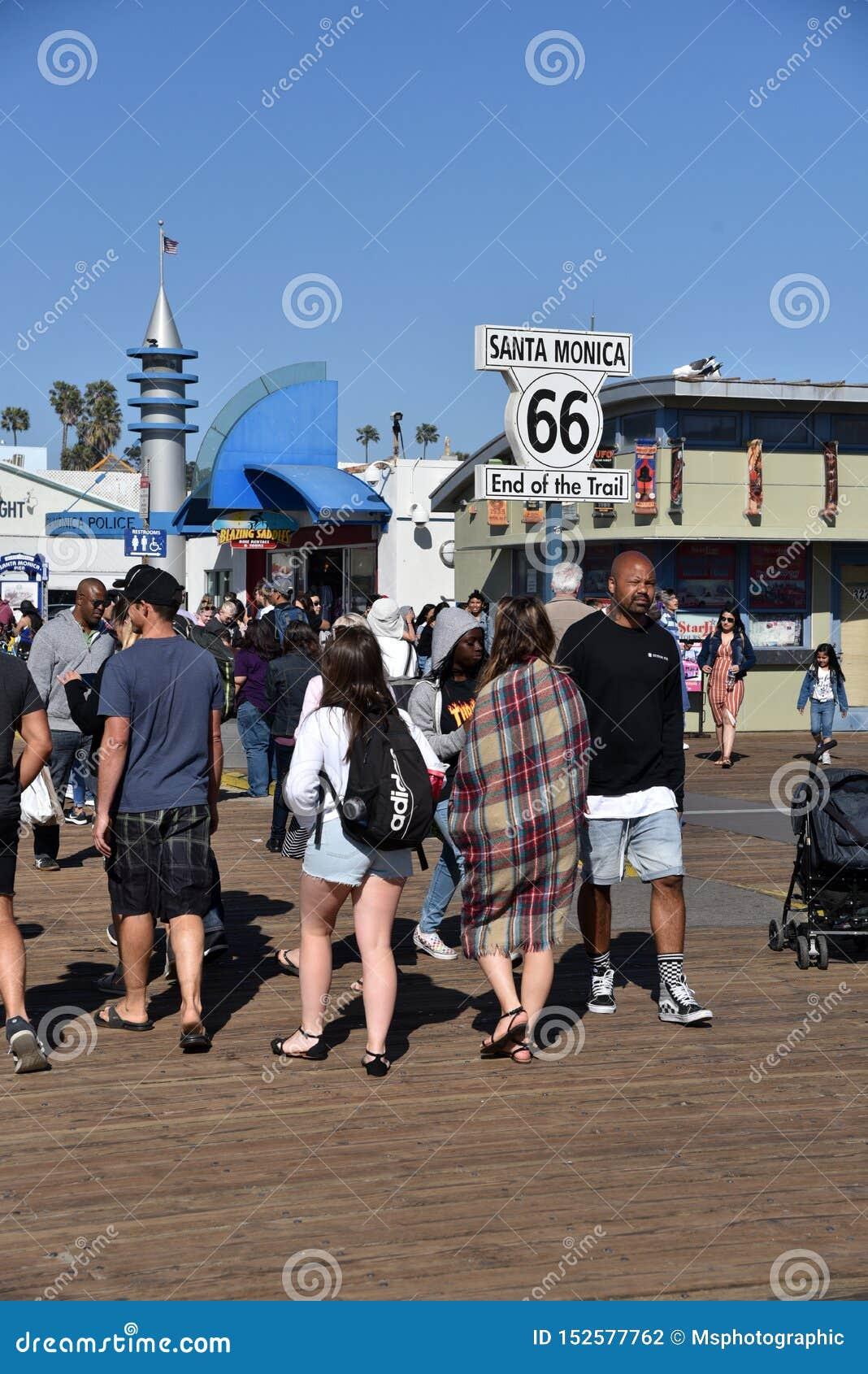 Конец знака маршрута 66 на пристани Санта-Моника