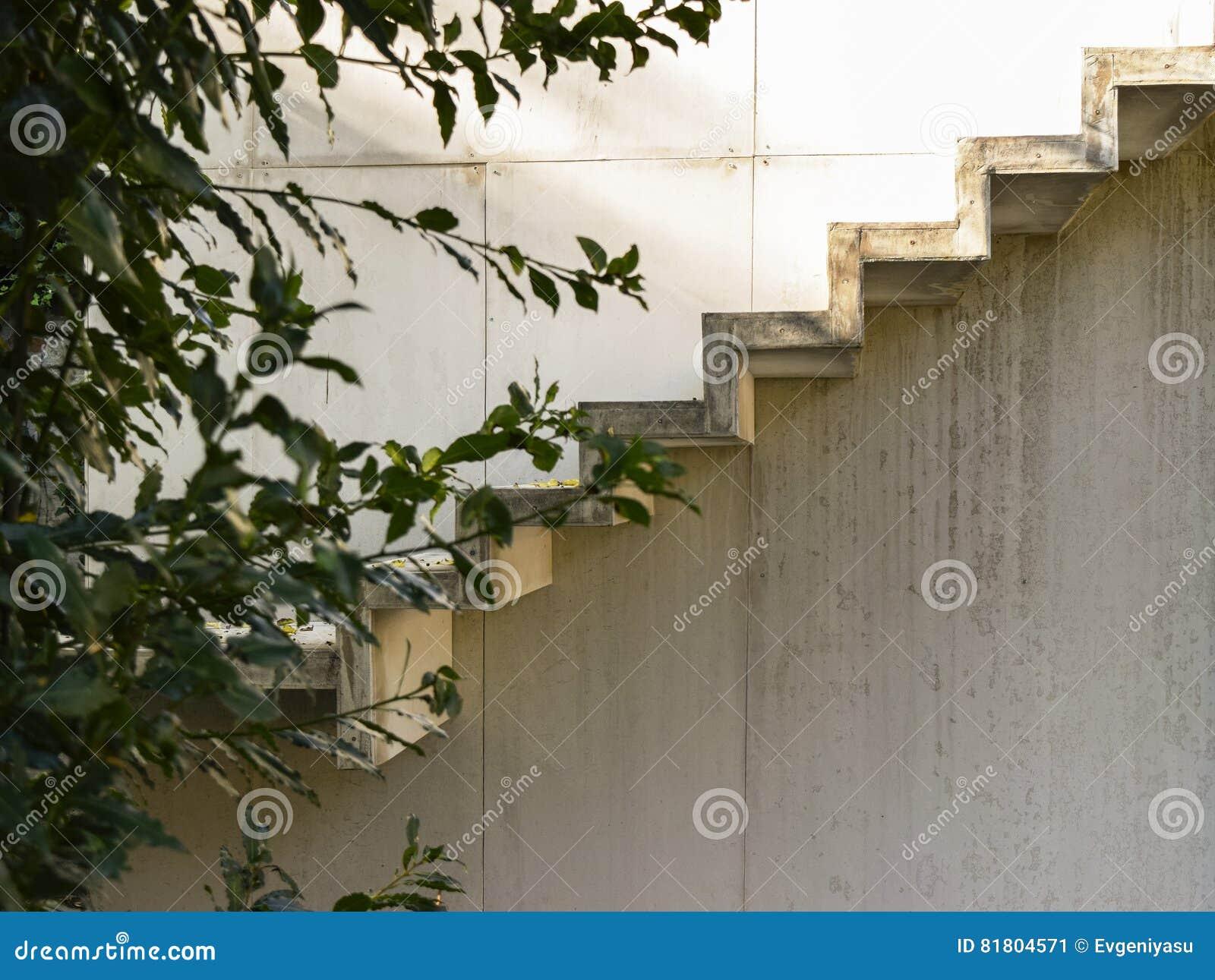 Конкретная деталь лестниц