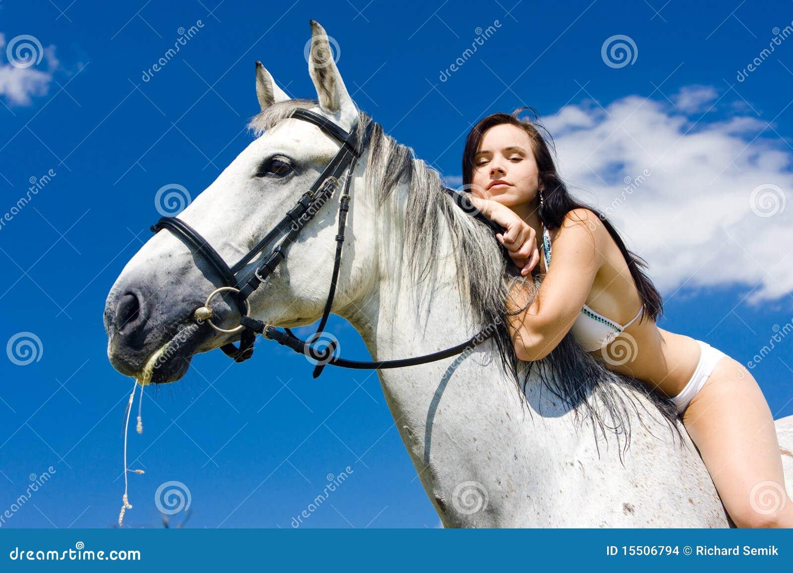 конноспортивно horseback