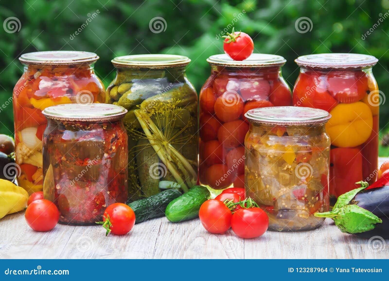 Консервация овощей безучастности Селективный фокус Питание